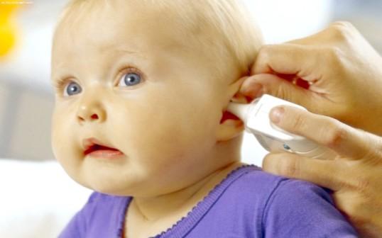 Що робити, якщо у дитини болить вухо