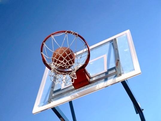 Як робити фінти в баскетболі