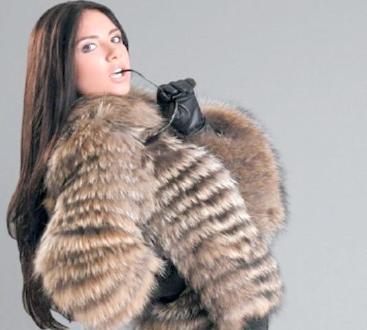Як і з чим носити жіночий хутряну куртку