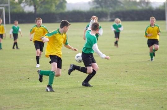 Як навчити грати у футбол