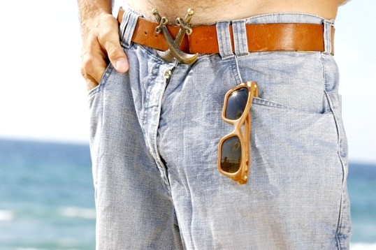 Як носити чоловічі джинси