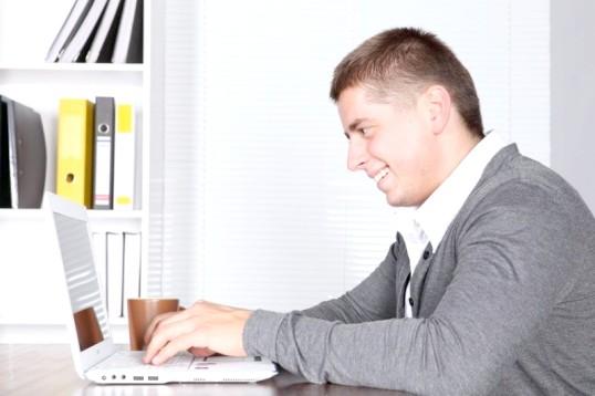 Як відволікти чоловіка від комп'ютера