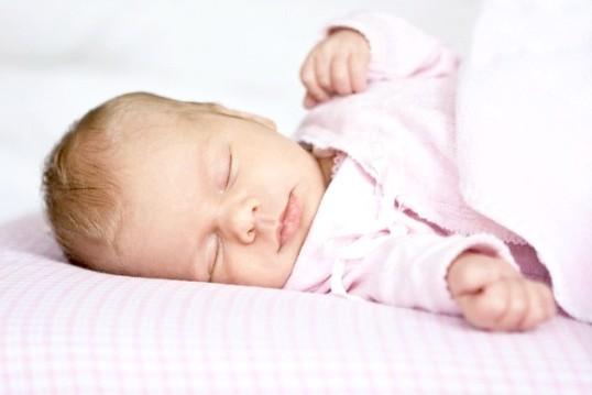 Як привчити дитину спокійно спати ночами