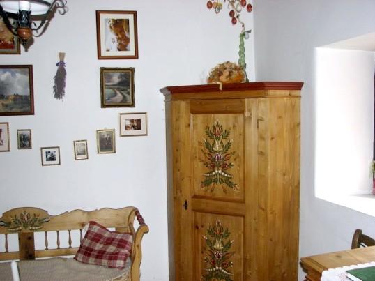 Як зробити з старої шафи новий