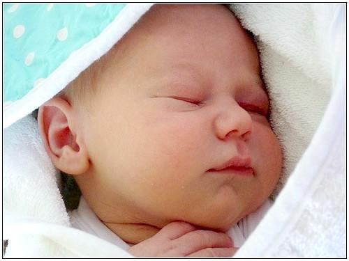 Чому діти здригаються уві сні