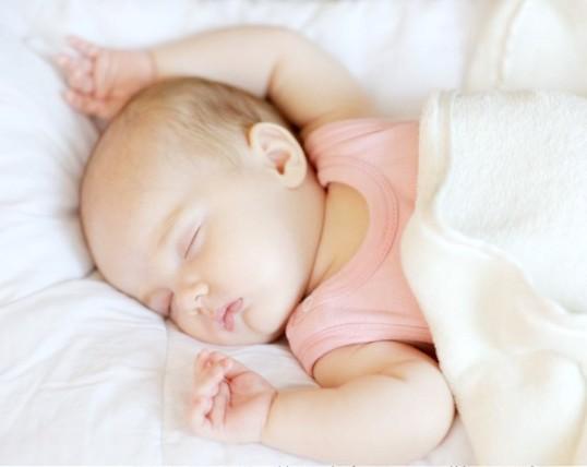 Чому немовлята потіють