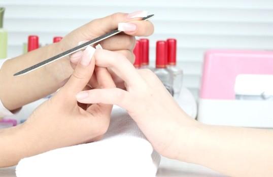 Як зробити короткі нігті красивими