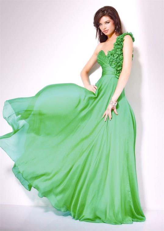 Як підібрати макіяж під зелену сукню