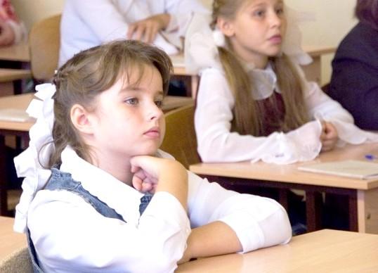 Як визначити висоту столу для дитини