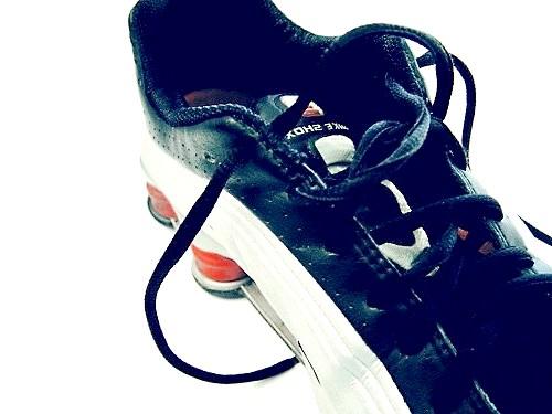 Як розносити кросівки