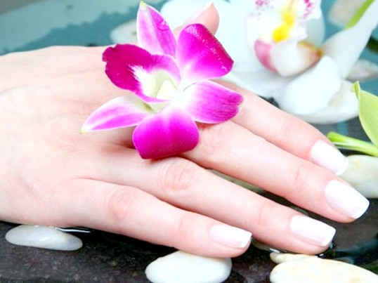 Як позбутися від розшарування нігтів
