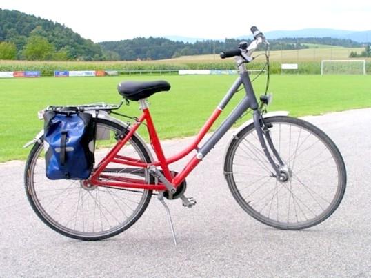 Як накачати колесо велосипеда
