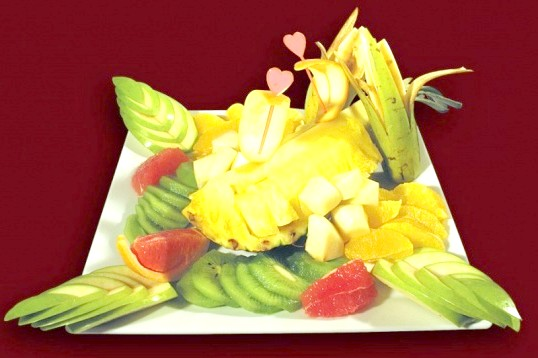 Як оформити фрукти на столі