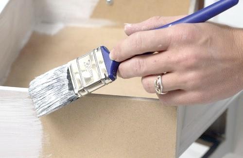 Як пофарбувати лаковану меблі