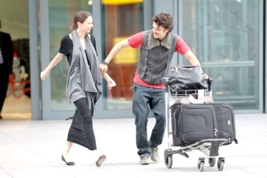 Як зустріти дівчину в аеропорту