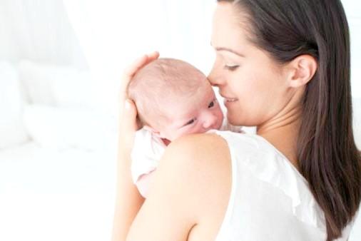 Як тримати дитину після годування