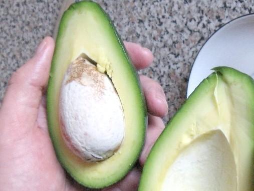 Як використовувати кісточку від авокадо