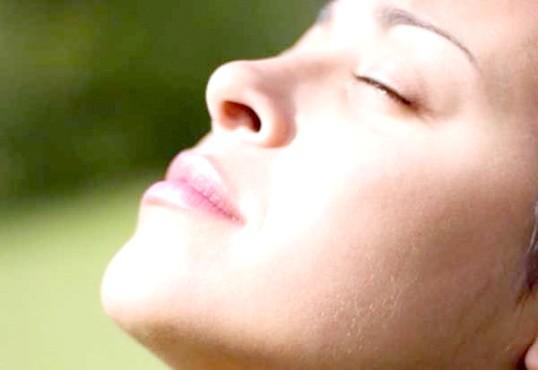 Як позбутися від зморшок над верхньою губою