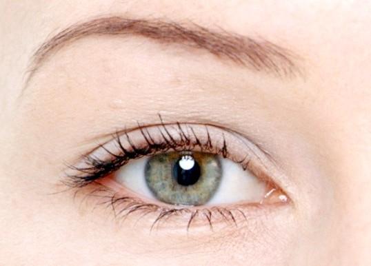 Як фарбувати сіро-зелені очі