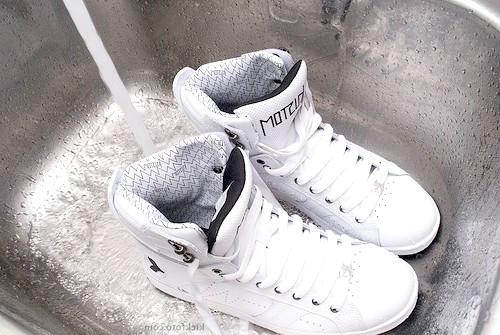 Як мити кросівки