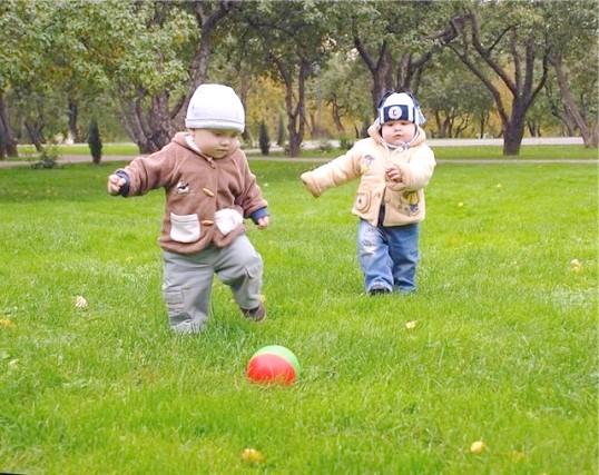 Як навчити дитину грати у футбол