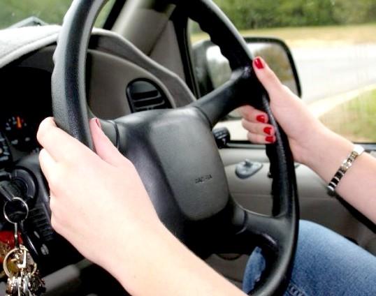 Як навчитися водити дівчині