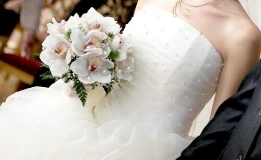 Як відпарювати весільну сукню