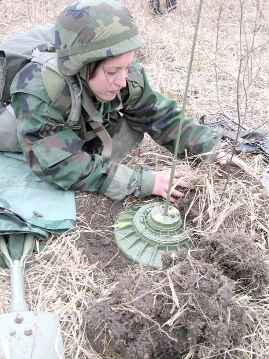 Як потрапити в армію жінці