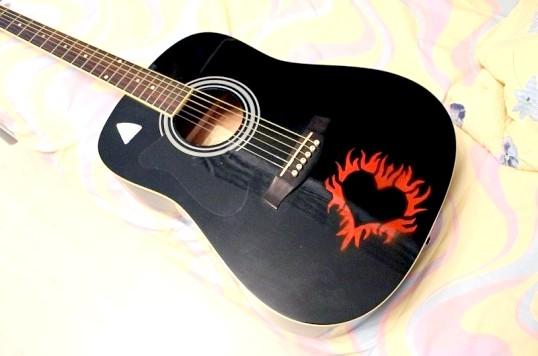 Як розмалювати гітару
