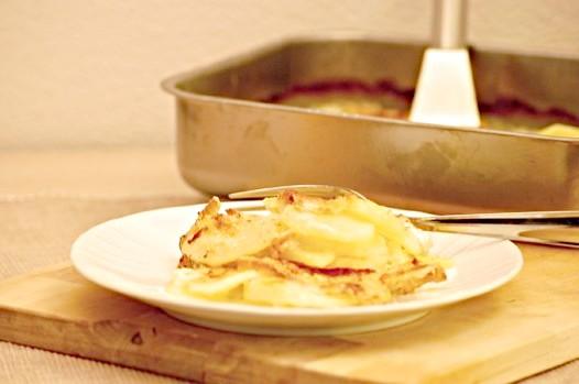 Як запекти картоплю в сметані