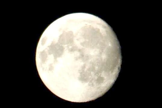 Чому ми бачимо одну сторону Місяця
