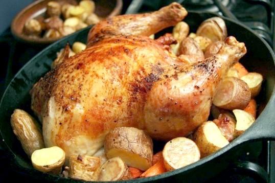 Як запекти картоплю з куркою в духовці