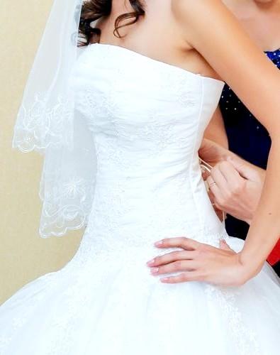 Як зашнурувати весільну сукню